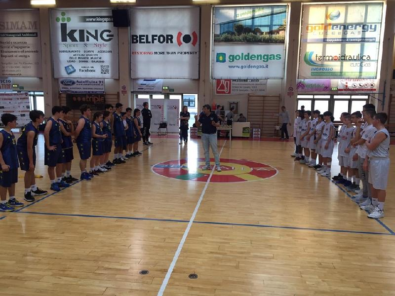 https://www.basketmarche.it/immagini_articoli/25-05-2019/under-regionale-robur-family-osimo-supera-basket-fermo-campione-regionale-600.jpg