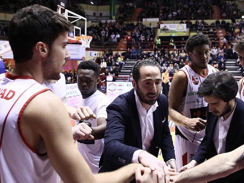 https://www.basketmarche.it/immagini_articoli/25-05-2020/ufficiale-alberto-serra-allenatore-raggisolaris-faenza-600.jpg
