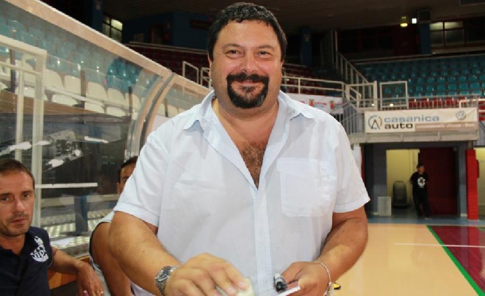 https://www.basketmarche.it/immagini_articoli/25-05-2020/ufficiale-atomika-spoleto-conferma-terza-stagione-consecutiva-coach-roberto-peron-600.jpg