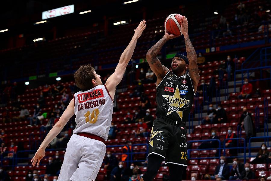 https://www.basketmarche.it/immagini_articoli/25-05-2021/playoff-olimpia-milano-domina-reyer-venezia-vola-600.jpg