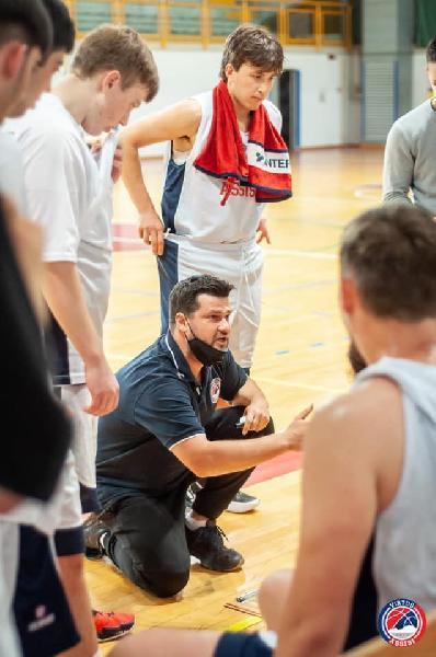 https://www.basketmarche.it/immagini_articoli/25-05-2021/virtus-assisi-coach-piazza-soddisfatto-atteggiamento-personalit-nostri-giovani-600.jpg