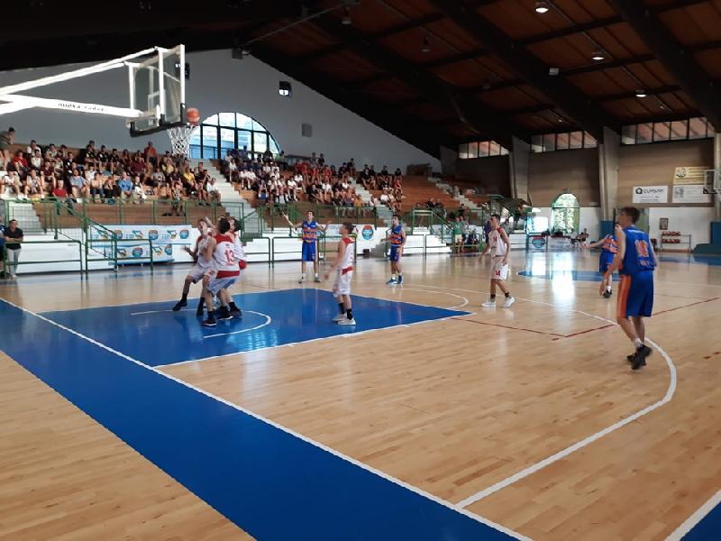 https://www.basketmarche.it/immagini_articoli/25-06-2019/finali-nazionali-under-vuelle-pesaro-regola-aurora-desio-finale-resta-imbattuta-600.jpg
