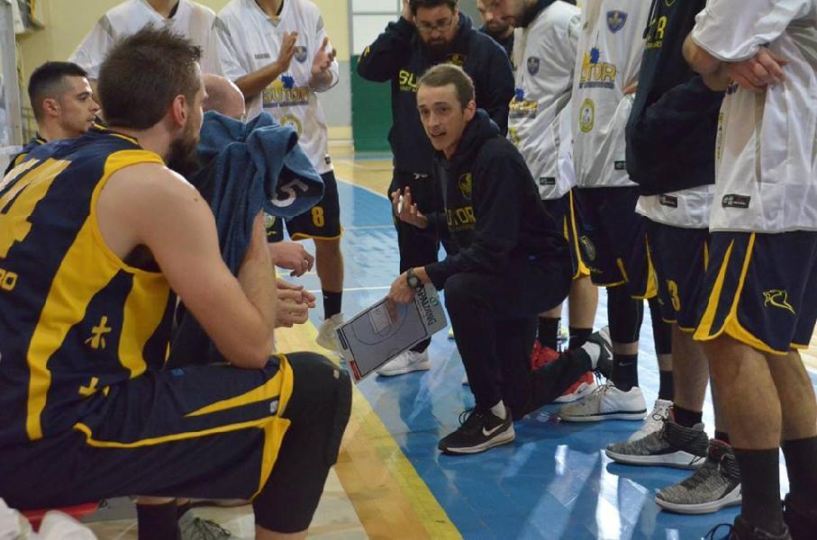 https://www.basketmarche.it/immagini_articoli/25-06-2019/ufficiale-coach-marco-ciarpella-rinnova-altri-anni-sutor-montegranaro-600.jpg