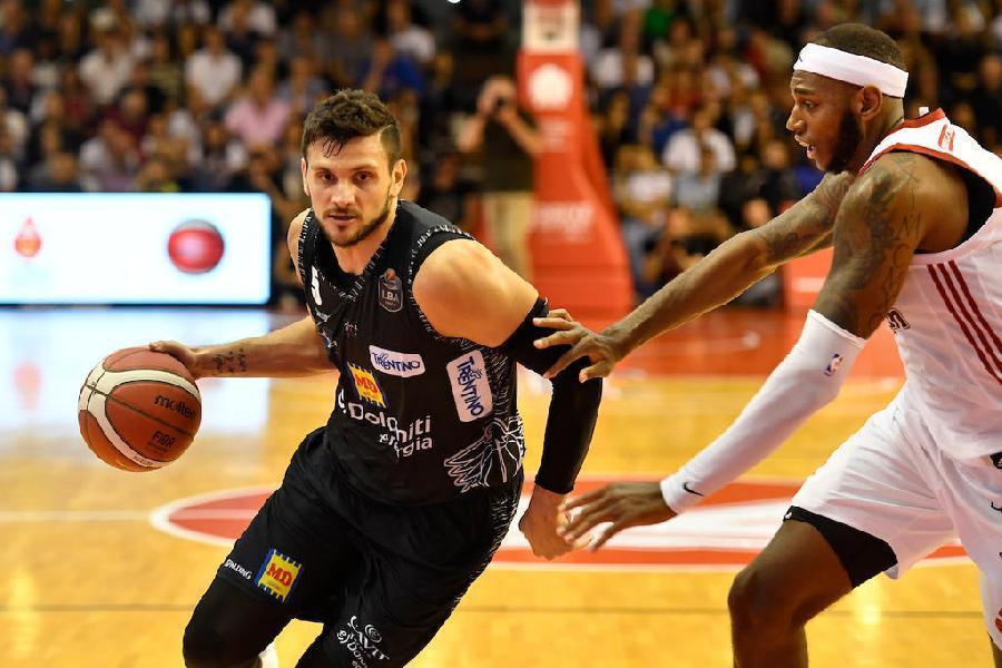 https://www.basketmarche.it/immagini_articoli/25-06-2021/colpo-grosso-pallacanestro-varese-ufficiale-arrivo-alessandro-gentile-600.jpg
