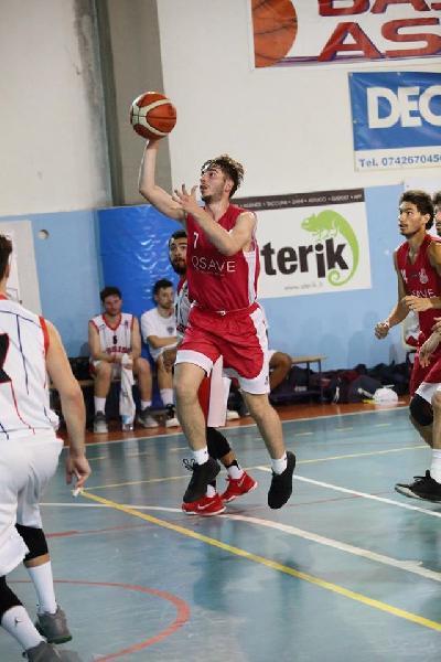 https://www.basketmarche.it/immagini_articoli/25-07-2020/basket-assisi-batte-colpo-ufficiale-arrivo-alessandro-tassini-600.jpg