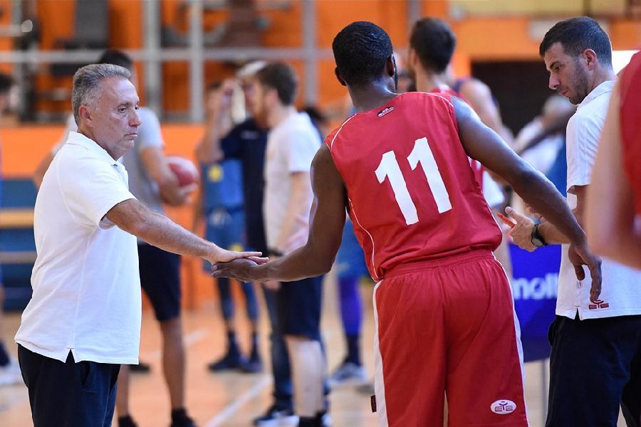 https://www.basketmarche.it/immagini_articoli/25-08-2019/virtus-roma-coach-piero-bucchi-tanto-lavoro-fare-visto-cose-positive-600.jpg