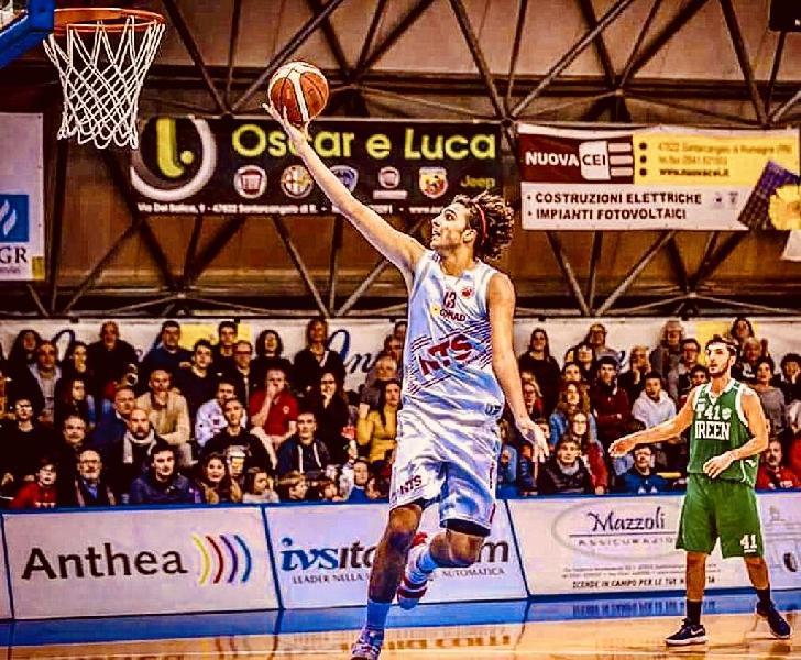 https://www.basketmarche.it/immagini_articoli/25-08-2020/ufficiale-edoardo-tiberti-centro-teramo-spicchi-600.jpg