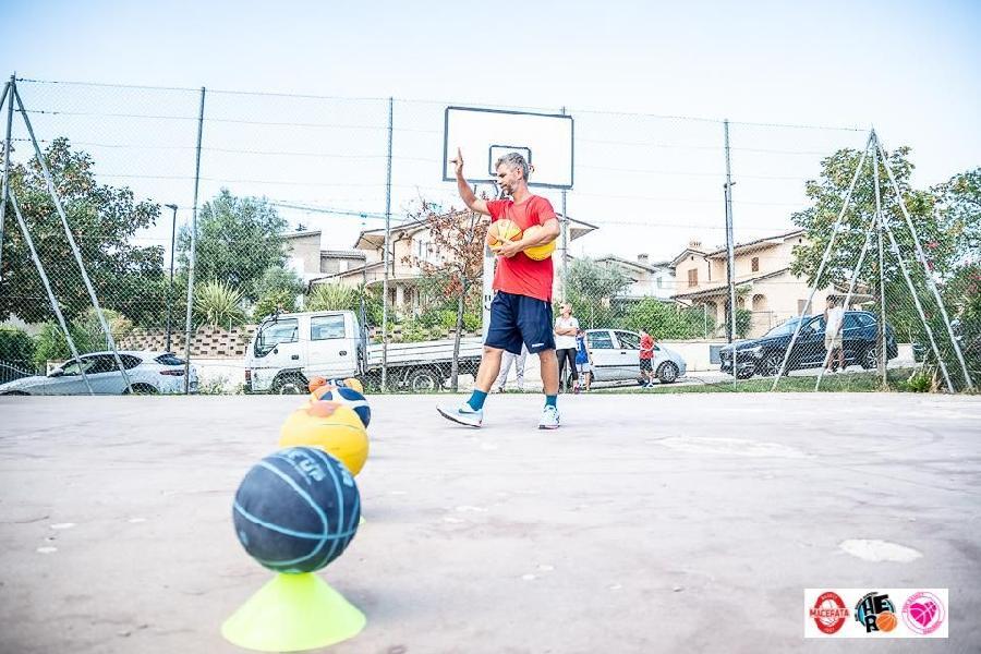 https://www.basketmarche.it/immagini_articoli/25-08-2021/basket-macerata-ancora-francesco-onofri-responsabile-hero-academy-600.jpg