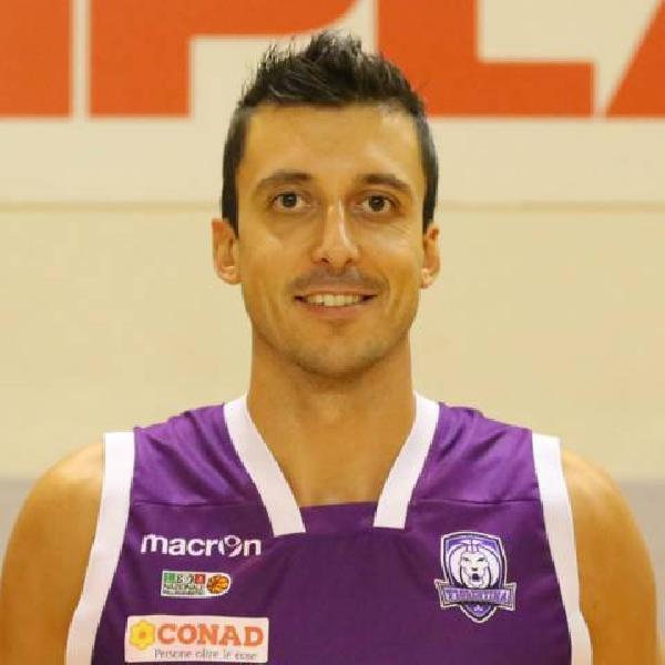 https://www.basketmarche.it/immagini_articoli/25-08-2021/pallacanestro-monteroni-ufficiale-conferma-pivot-diego-banti-600.jpg