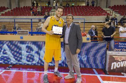 https://www.basketmarche.it/immagini_articoli/25-09-2017/serie-a2-torneo-le-marche-a-canestro-forlì-supera-montegranaro-e-vince-il-torneo-270.jpg
