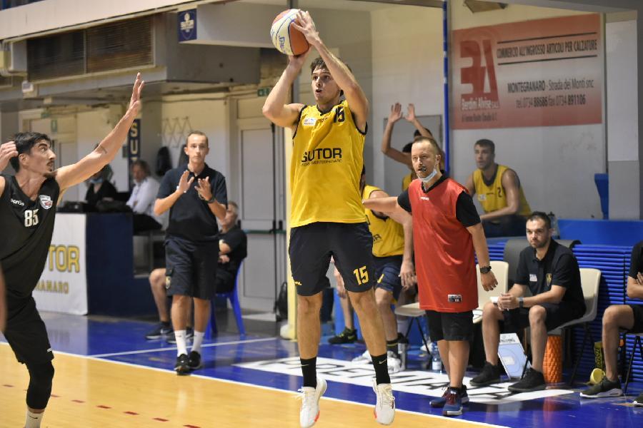 https://www.basketmarche.it/immagini_articoli/25-09-2020/buon-test-amichevole-sutor-montegranaro-virtus-civitanova-600.jpg