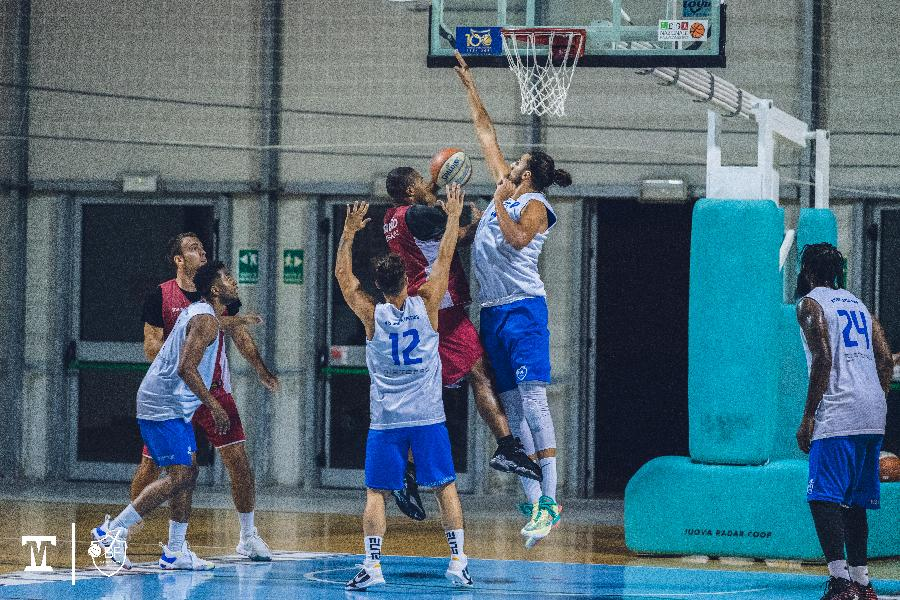https://www.basketmarche.it/immagini_articoli/25-09-2021/janus-fabriano-cede-finale-basket-ravenna-ultimo-test-preseason-600.jpg