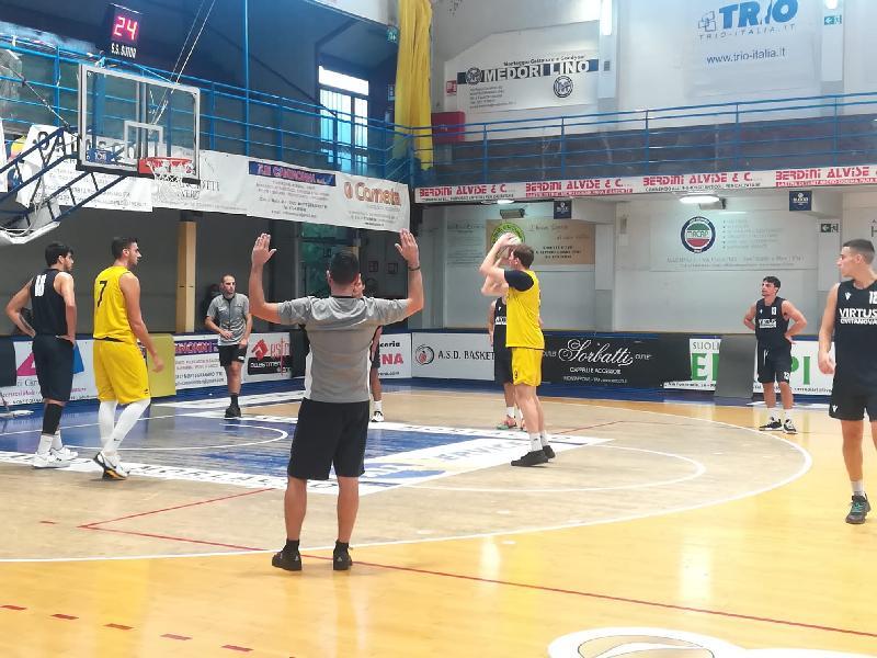 https://www.basketmarche.it/immagini_articoli/25-09-2021/sutor-montegranaro-chiude-vittoria-precampionato-600.jpg