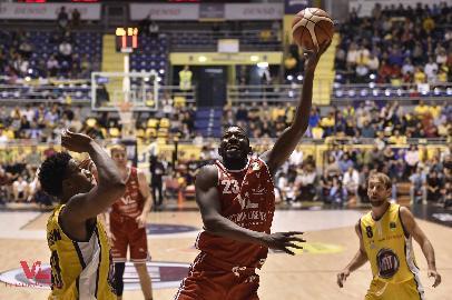 https://www.basketmarche.it/immagini_articoli/25-10-2017/serie-a-la-victoria-libertas-pesaro-perde-mario-little-per-sei-settimane-270.jpg