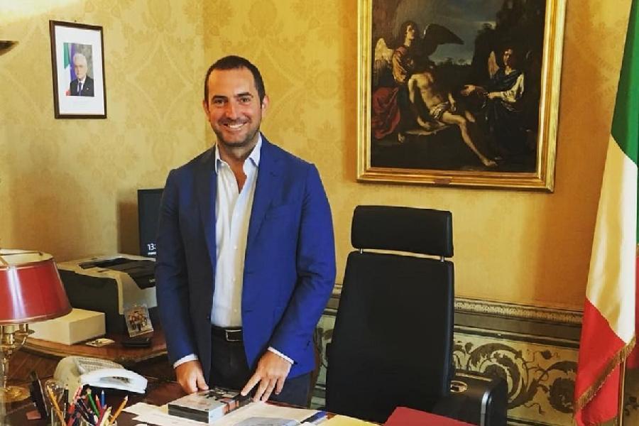 https://www.basketmarche.it/immagini_articoli/25-10-2020/ministro-vincenzo-spadafora-anticipa-misure-economiche-favore-sport-600.jpg