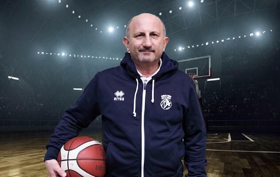 https://www.basketmarche.it/immagini_articoli/25-10-2021/amatori-pescara-coach-castorina-compiuto-ulteriore-step-nostro-percorso-crescita-600.jpg