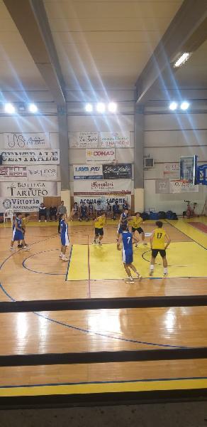 https://www.basketmarche.it/immagini_articoli/25-10-2021/eccellenza-lucky-wind-foligno-passa-campo-fratta-umbertide-600.jpg