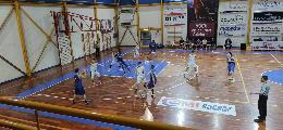 https://www.basketmarche.it/immagini_articoli/25-10-2021/netta-vittoria-basket-contigliano-campo-basket-gubbio-120.jpg