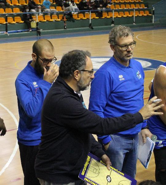 https://www.basketmarche.it/immagini_articoli/25-10-2021/pescara-basket-coach-vanoncini-giocata-partita-importante-punto-vista-tenuta-fisica-600.jpg