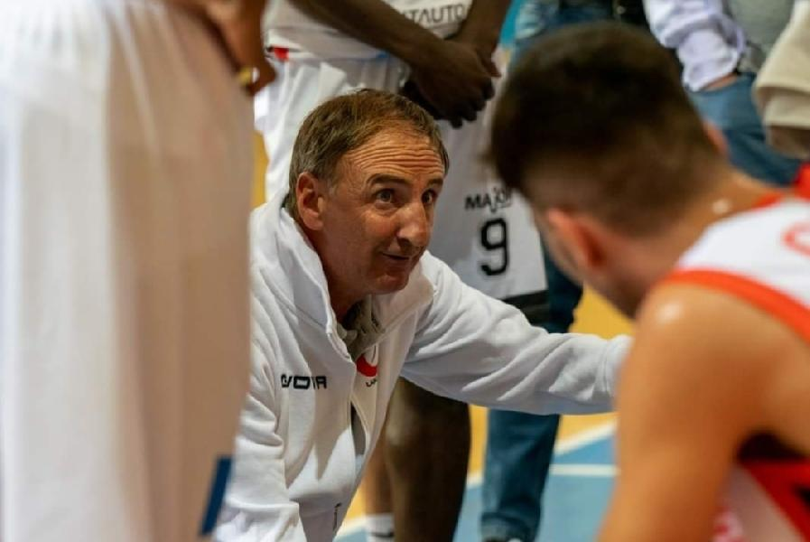 https://www.basketmarche.it/immagini_articoli/25-10-2021/unibasket-lanciano-coach-tommaso-rispettato-pieno-piano-partita-vittoria-entusiasmo-morale-600.jpg