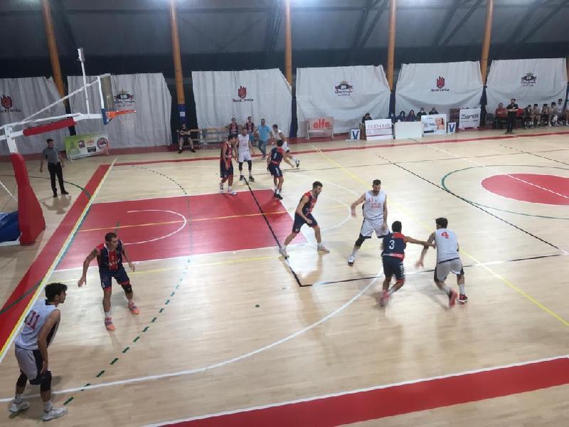 https://www.basketmarche.it/immagini_articoli/25-10-2021/virtus-assisi-ferma-supera-autorit-sambenedettese-basket-600.jpg