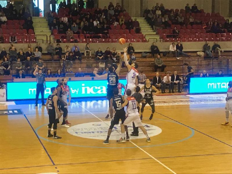 https://www.basketmarche.it/immagini_articoli/25-11-2018/aurora-jesi-abbatte-pallacanestro-udine-grande-ultimo-quarto-600.jpg