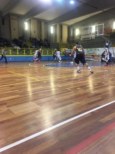 https://www.basketmarche.it/immagini_articoli/25-11-2018/basket-todi-ferma-corsa-pallacanestro-recanati-600.jpg