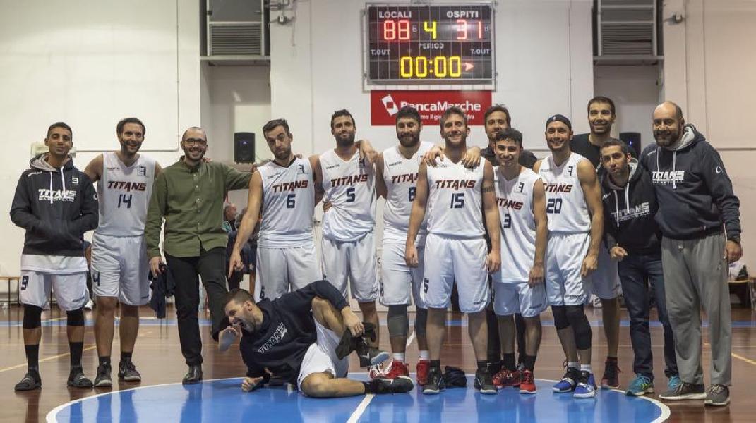 https://www.basketmarche.it/immagini_articoli/25-11-2018/netta-vittoria-titans-jesi-marotta-sharks-600.jpg