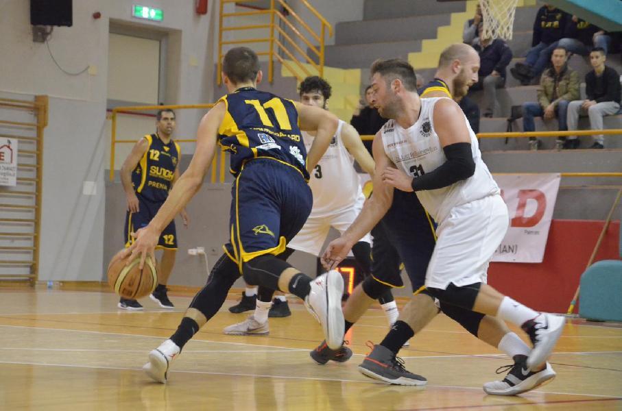 https://www.basketmarche.it/immagini_articoli/25-11-2018/robur-osimo-supera-sutor-montegranaro-vittoria-600.jpg