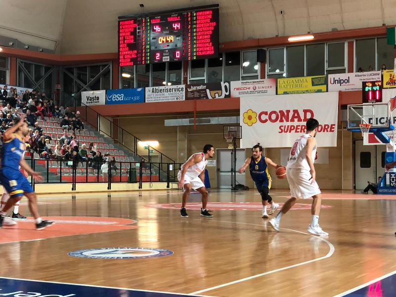 https://www.basketmarche.it/immagini_articoli/25-11-2018/vasto-basket-supera-airino-basket-termoli-resta-imbattuto-600.jpg