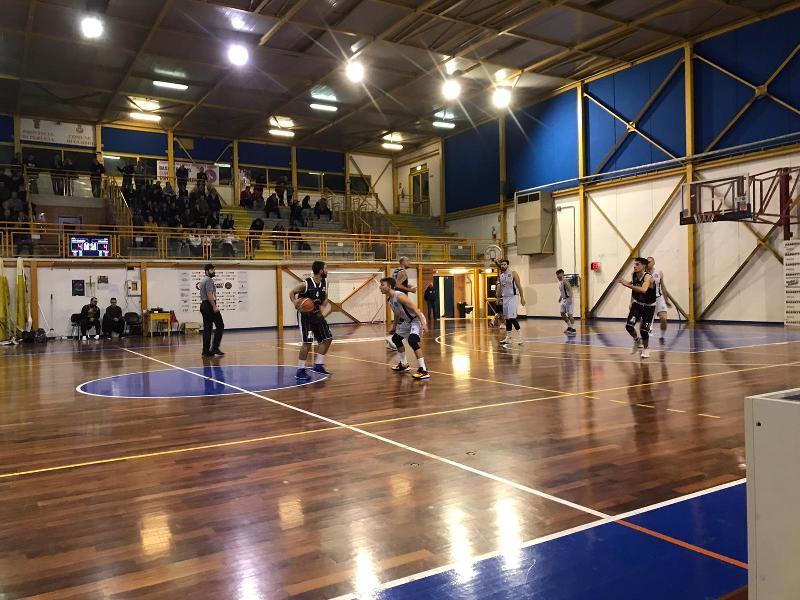 https://www.basketmarche.it/immagini_articoli/25-11-2019/netta-convincente-vittoria-atomika-spoleto-campo-basket-gubbio-600.jpg