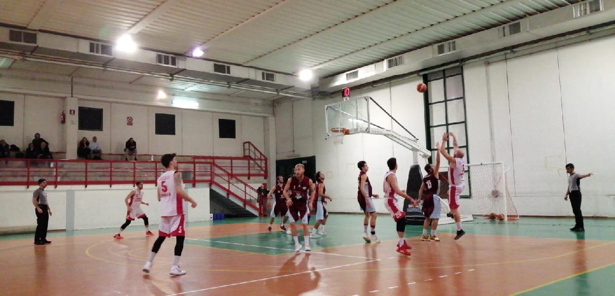 https://www.basketmarche.it/immagini_articoli/25-11-2019/sericap-cannara-doma-fatica-fara-sabina-resta-imbattuta-600.jpg
