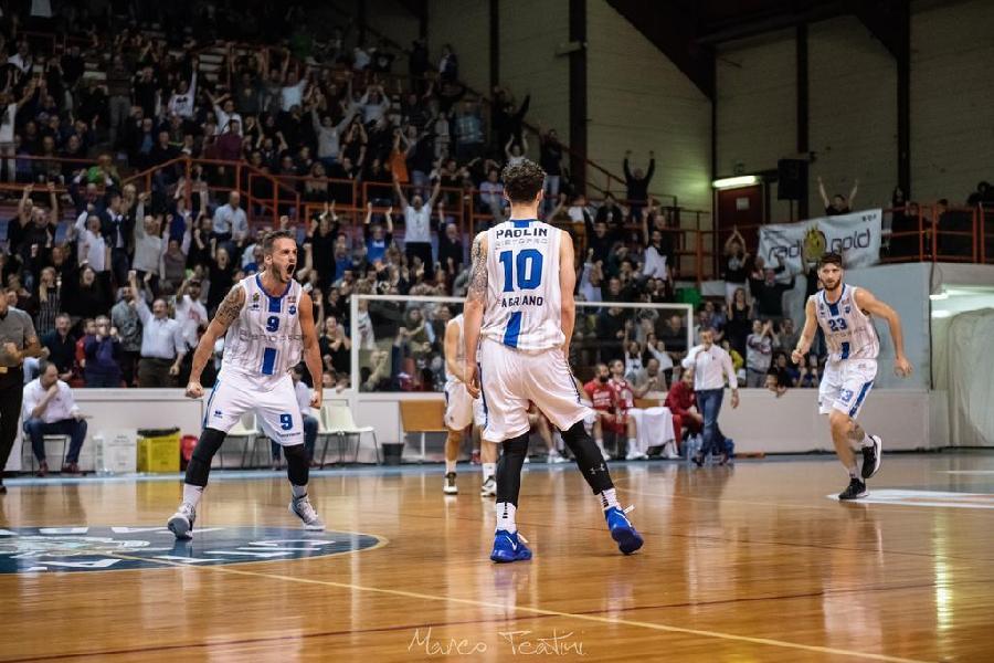 https://www.basketmarche.it/immagini_articoli/25-11-2019/ultimo-quarto-consegna-vittoria-janus-fabriano-piacenza-600.jpg