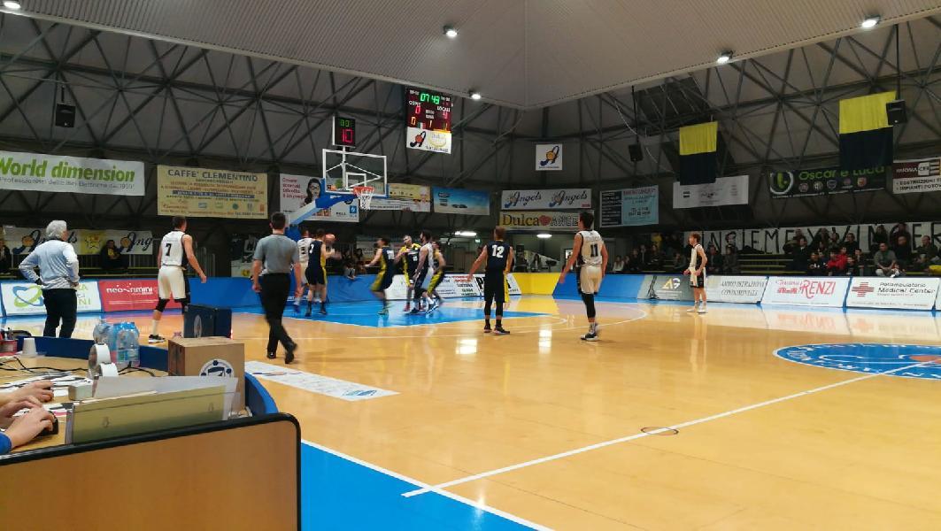 https://www.basketmarche.it/immagini_articoli/26-01-2020/basket-santarcangelo-angels-vince-scontro-diretto-basket-fanum-correre-600.jpg