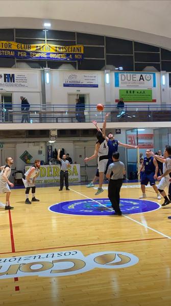 https://www.basketmarche.it/immagini_articoli/26-01-2020/milwaukee-becks-montegranaro-superano-camerino-600.png