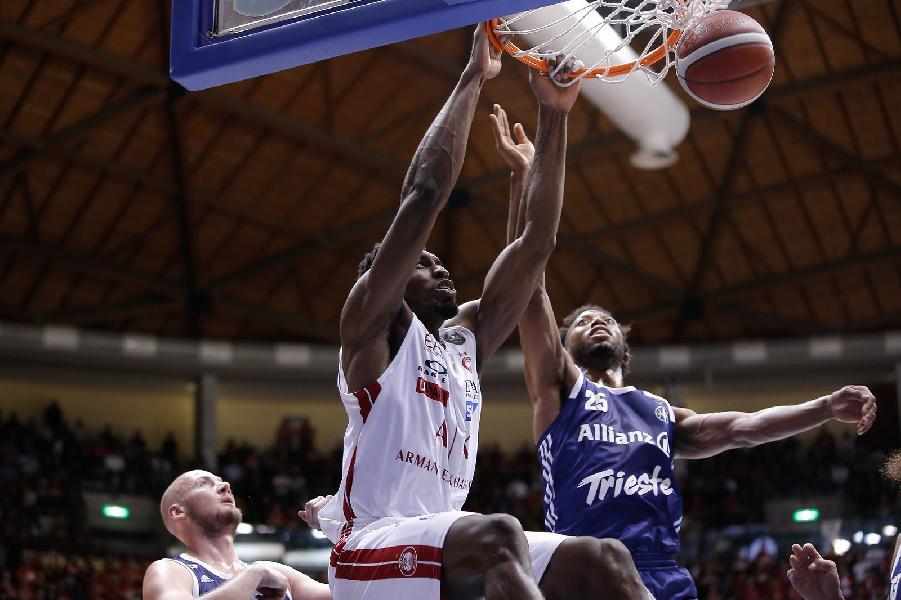 https://www.basketmarche.it/immagini_articoli/26-01-2020/olimpia-milano-scappa-terzo-quarto-passa-campo-pallacanestro-trieste-600.jpg