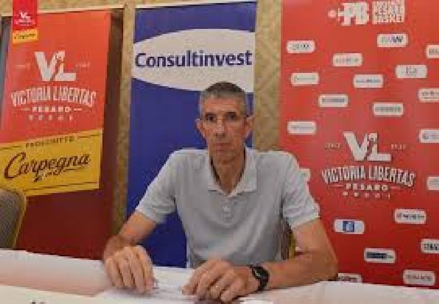 https://www.basketmarche.it/immagini_articoli/26-01-2021/pesaro-ario-costa-giochiamo-bene-attacco-difesa-vede-mano-grande-allenatore-600.jpg