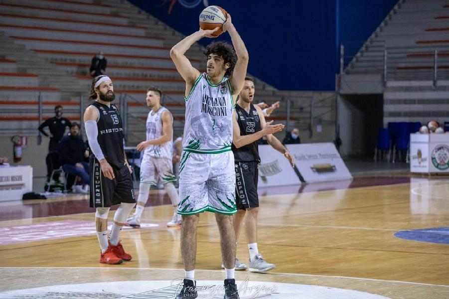 https://www.basketmarche.it/immagini_articoli/26-01-2021/ufficiale-separano-strade-campetto-ancona-luca-rattalino-600.jpg