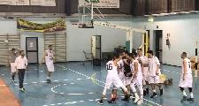 https://www.basketmarche.it/immagini_articoli/26-03-2017/serie-c-silver-una-tripla-di-catalani-permette-a-falconara-di-superare-la-stamura-ed-accedere-ai-playoff-120.jpg