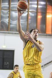 https://www.basketmarche.it/immagini_articoli/26-03-2018/serie-b-nazionale-un-super-pierini-trascina-il-basket-recanati-alla-vittoria-a-nardò-270.jpg