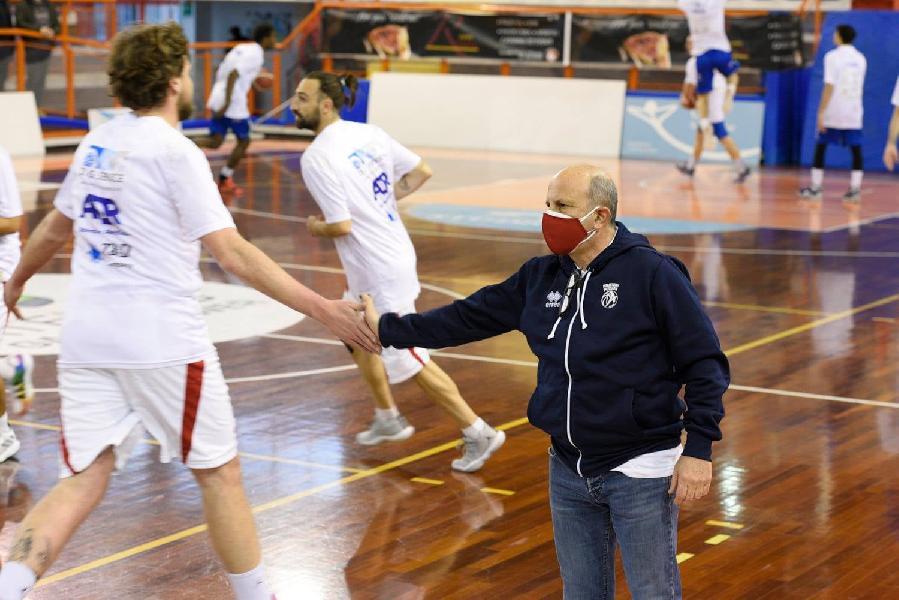 https://www.basketmarche.it/immagini_articoli/26-03-2021/amatori-pescara-coach-castorina-vogliamo-poter-finalmente-sorridere-vittoria-dedicare-societ-600.jpg