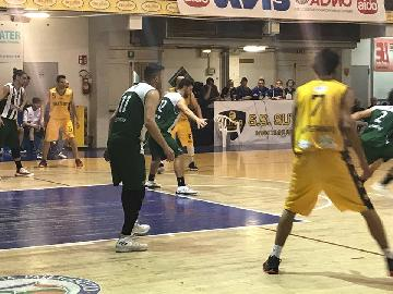 https://www.basketmarche.it/immagini_articoli/26-04-2018/serie-c-silver-playoff-gara-2-niente-da-fare-per-il-fossombrone-a-montegranaro-270.jpg