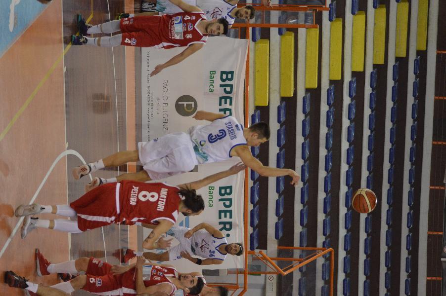 https://www.basketmarche.it/immagini_articoli/26-04-2021/pescara-basket-vince-derby-consolida-posto-classifica-600.jpg
