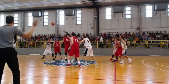 https://www.basketmarche.it/immagini_articoli/26-05-2018/d-regionale-playoff-finali-gara-5-la-pallacanestro-fermignano-supera-nettamente-tolentino-e-vola-in-serie-c-silver-270.jpg
