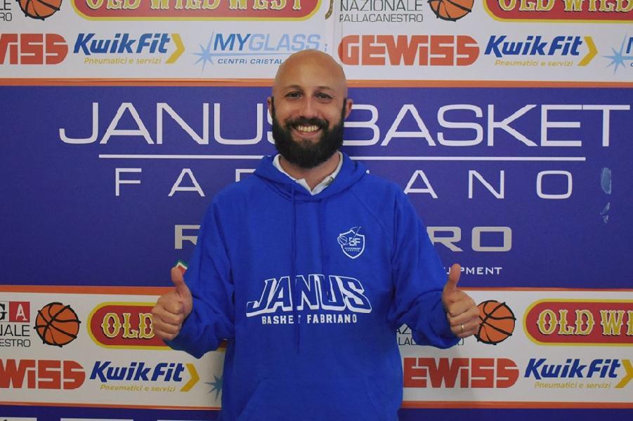 https://www.basketmarche.it/immagini_articoli/26-05-2019/coach-lorenzo-pansa-arrivato-fabriano-prime-parole-allenatore-biancoblu-600.jpg