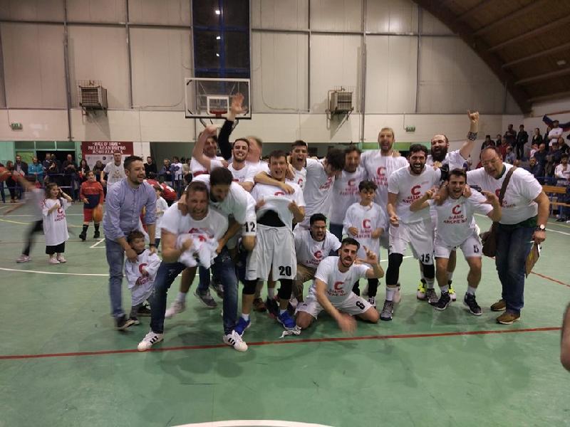 https://www.basketmarche.it/immagini_articoli/26-05-2019/regionale-playoff-pallacanestro-acqualagna-promossa-silver-loreto-pesaro-600.jpg
