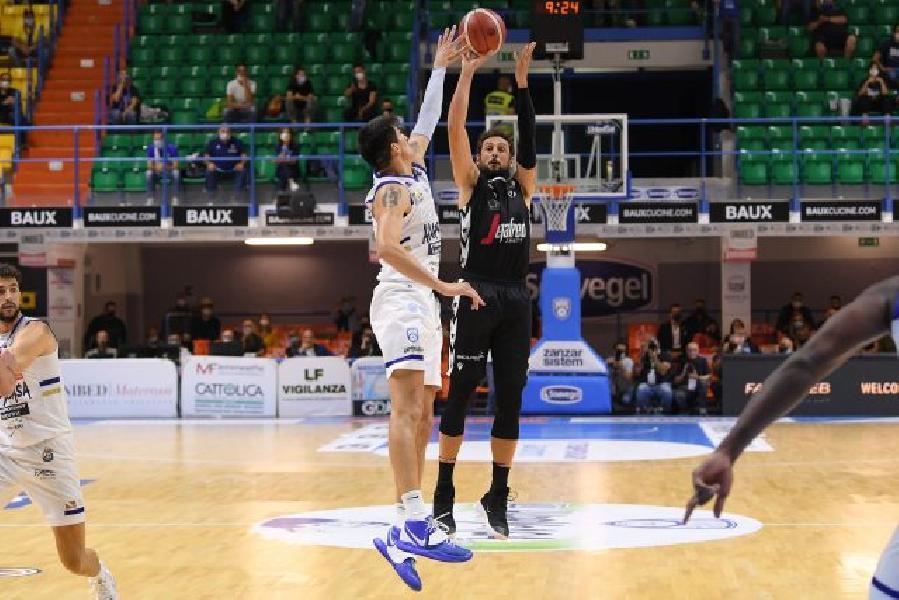 https://www.basketmarche.it/immagini_articoli/26-05-2021/playoff-virtus-bologna-concede-conquista-basket-brindisi-600.jpg