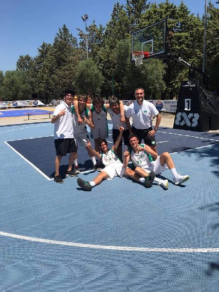 https://www.basketmarche.it/immagini_articoli/26-06-2019/finali-nazionali-under-stamura-ancona-campione-italia-600.jpg