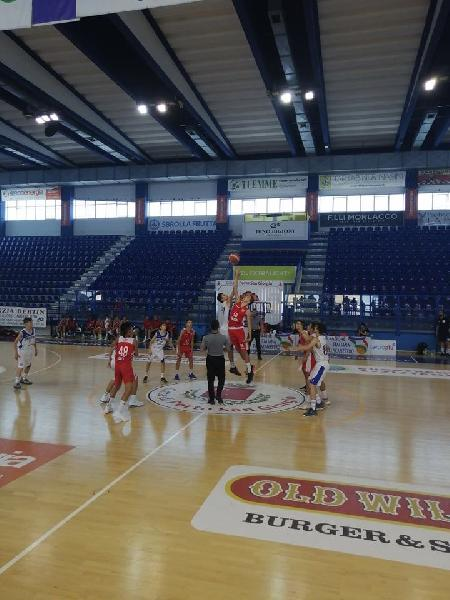 https://www.basketmarche.it/immagini_articoli/26-06-2019/finali-nazionali-vuelle-pesaro-sconfitta-sassari-quarti-rinnova-sfida-bassano-600.jpg