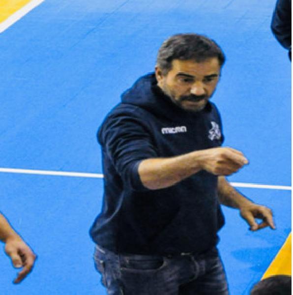 https://www.basketmarche.it/immagini_articoli/26-07-2019/ufficiale-marco-pesaresi-confermato-guida-pallacanestro-recanati-600.jpg